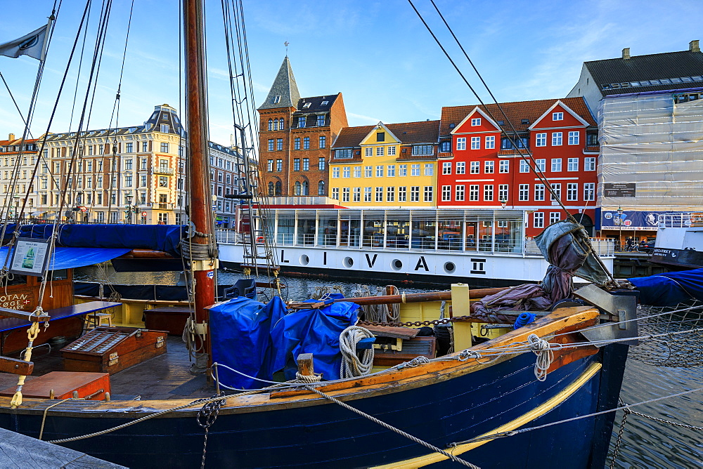 Boats in Christianshavn Canal with typical colorful houses in the background, Copenhagen, Denmark, Europe - 1179-2422