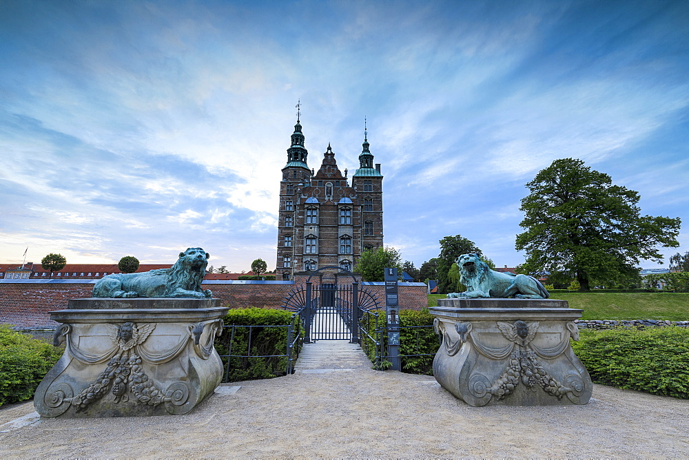 Sculptures of lions in front of Rosenborg Castle, Kongens Have, Copenhagen, Denmark, Europe - 1179-2433