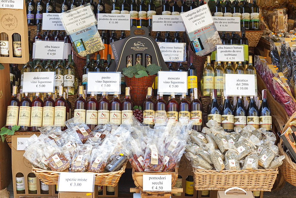Shop of local wine and food, Marina Di Campo, Elba Island, Livorno Province, Tuscany, Italy, Europe