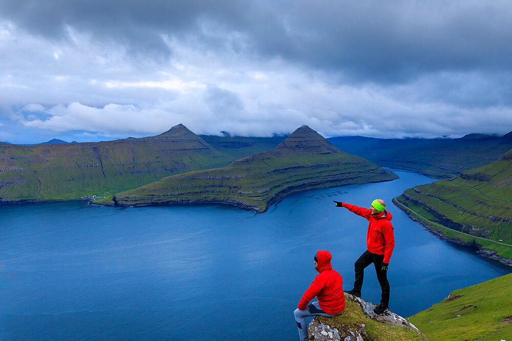 Hikers, Funningur fjord, Eysturoy Island, Faroe Islands, Denmark, Europe