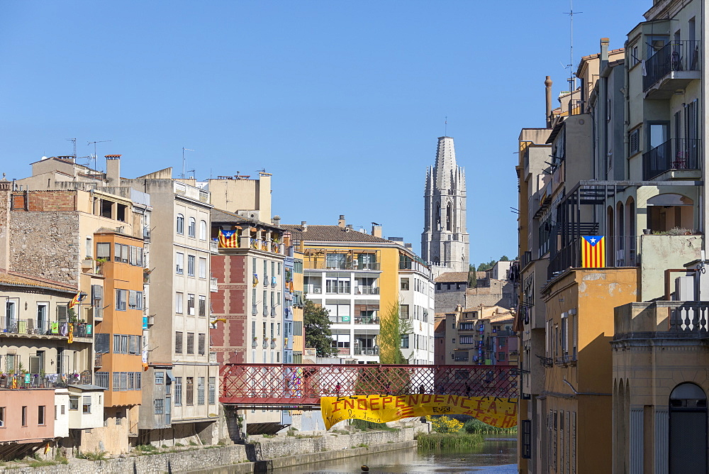 Eiffel Bridge with Basilica of Sant Feliu in the background, Girona, Catalonia, Spain, Europe