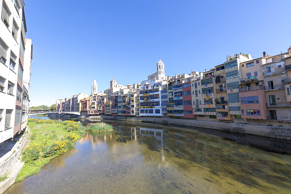Colored houses on River Onyar, Girona, Catalonia, Spain, Europe