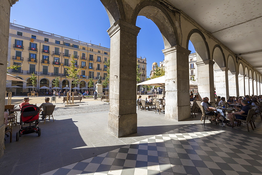Arcades of the old town, Girona, Catalonia, Spain