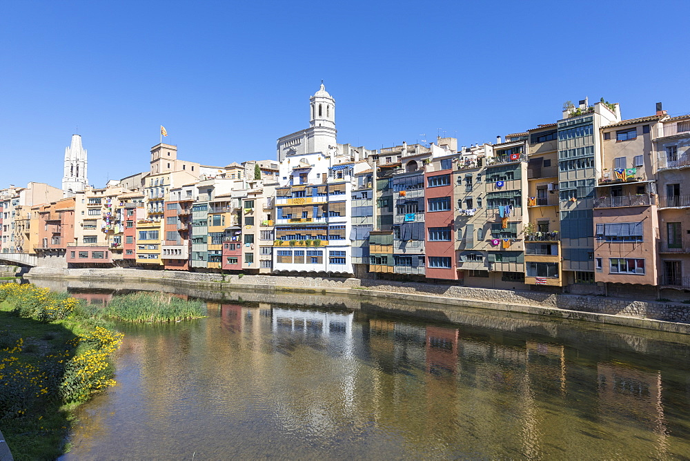 Colored houses on River Onyar, Girona, Catalonia, Spain