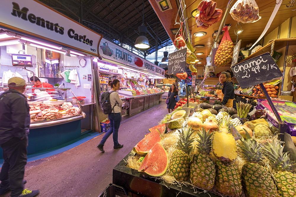 Stalls of food in the indoor La Boqueria Market, Ciudad Vieja, Barcelona, Catalonia, Spain