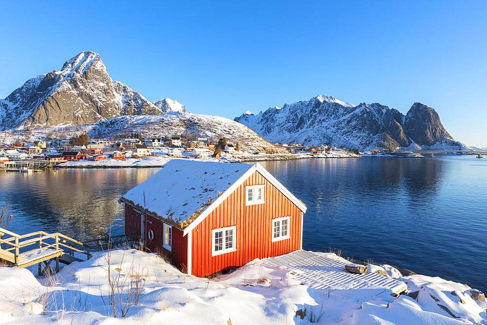 Traditional hut (Rorbu), Reine, Moskenes, Lofoten Islands, Nordland, Norway, Europe
