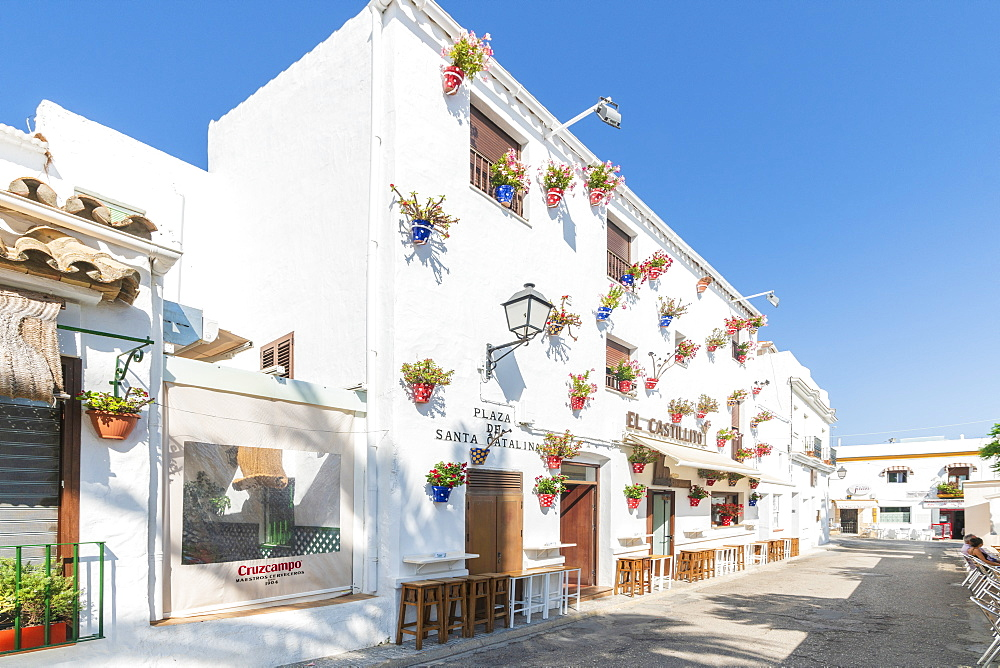 Typical buildings decorated with hanging flower pots, Conil de la Frontera, Costa de la Luz, Cadiz Province, Andalusia, Spain
