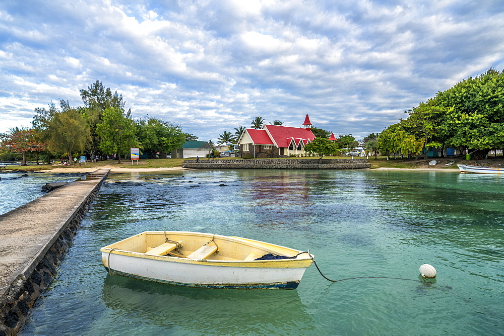 Boat moored in the sea surrounding the Notre Dame Auxiliatrice Church, Cap Malheureux, Mauritius, Indian Ocean, Africa - 1179-4138