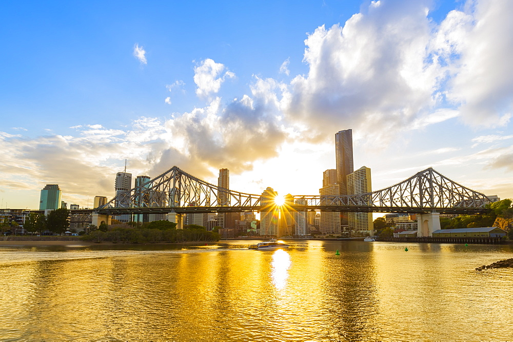 Sunset, Brisbane city with the sun hidden behind the Story Bridge, Brisbane, Queensland, Australia, Pacific - 1181-1