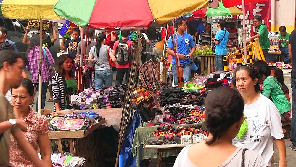 Busy street market in Manila, Philippines, Southeast Asia, Asia