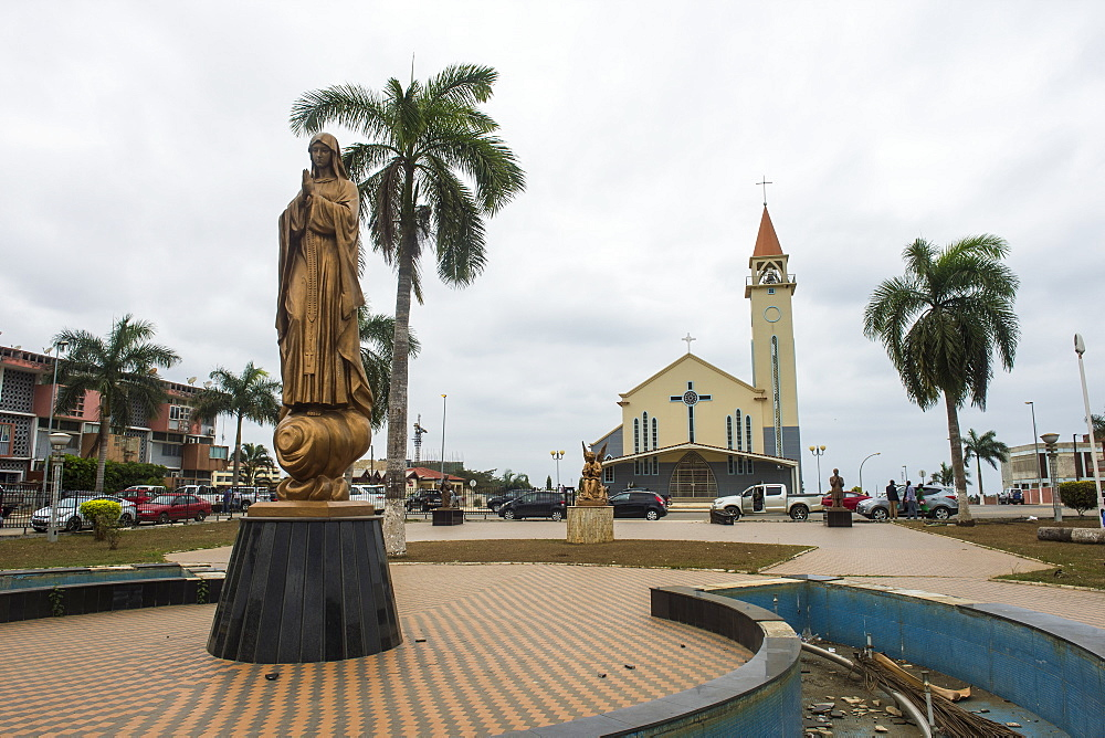 Maria statue before the Tchiowa church in the town center of Cabinda, Cabinda, Angola - 1184-2002