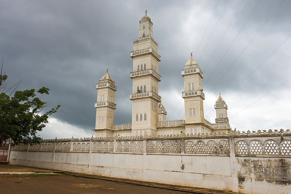 Central mosque of Yamassoukrou, Ivory coast - 1184-2064