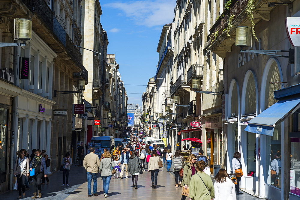 Pedestrian zone in the historic quarter of Bordeaux, Aquitaine, France, Europe