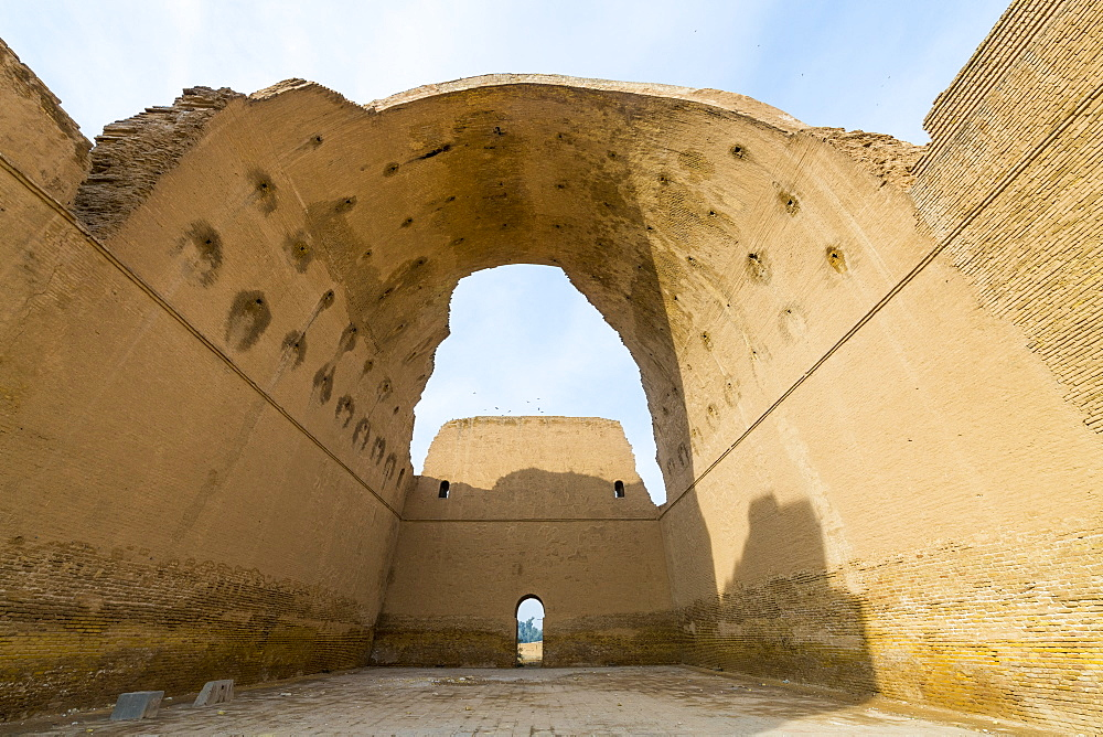 The ancient city of Ctesiphon with largest brick arch in the world, Ctesiphon, Iraq, Middle East