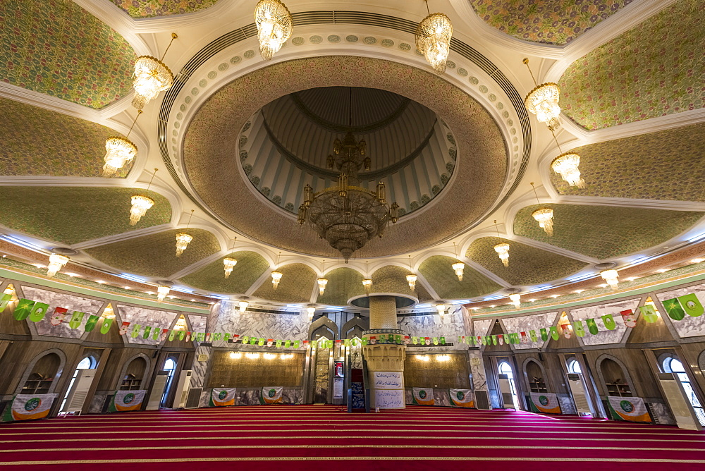 Main hall of the Maruf al-Karkhi Sufi Mosque, Baghdad, Iraq, Middle East