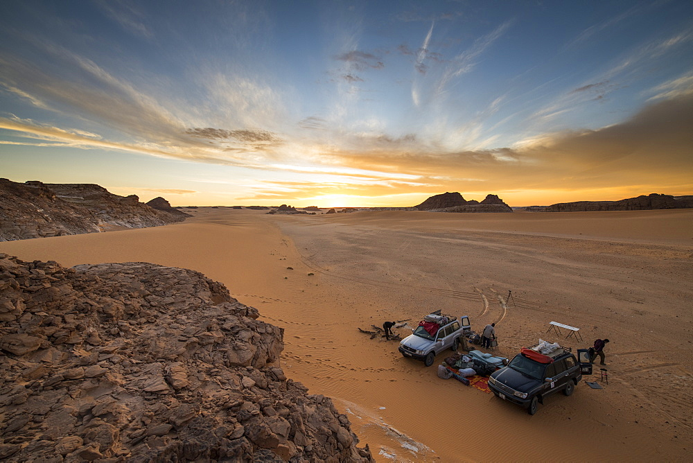 Expedition jeeps in Northern Chad, Africa