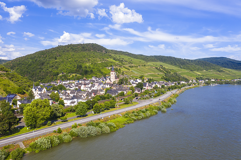 The Rhine River at Lorch, UNESCO World Heritage Site, Middle Rhine valley, Hesse, Germany, Europe