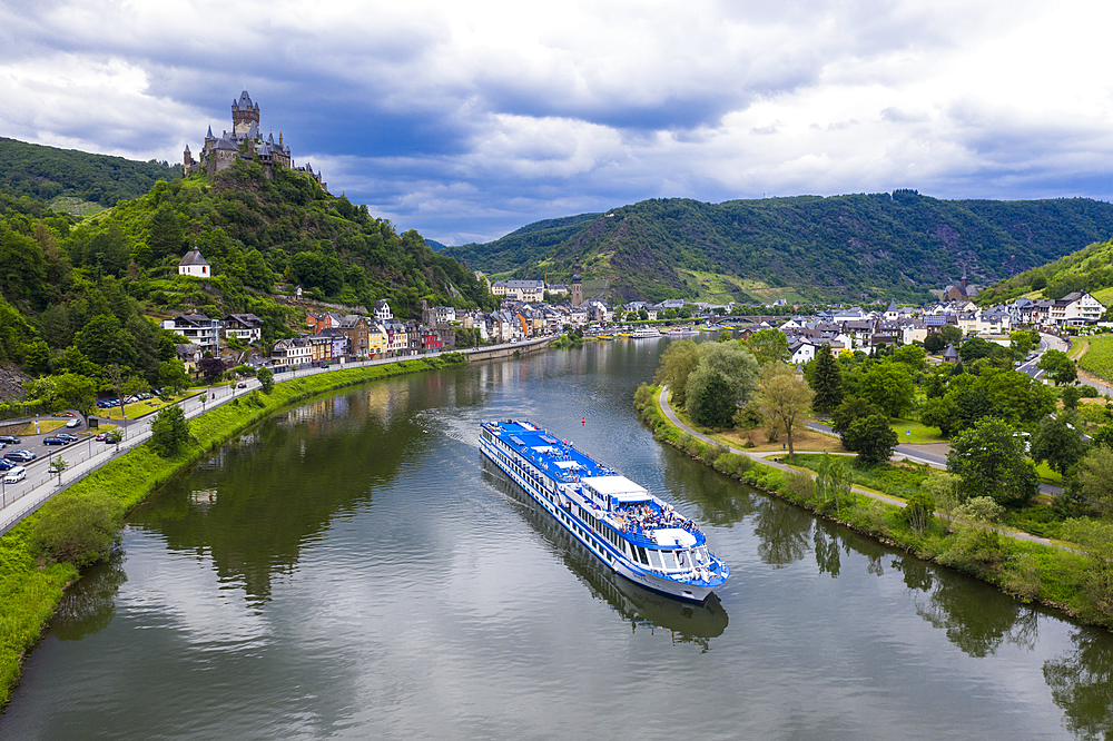 River cruise ship on the Moselle in Cochem, Moselle valley, Rhineland-Palatinate, Germany, Europe
