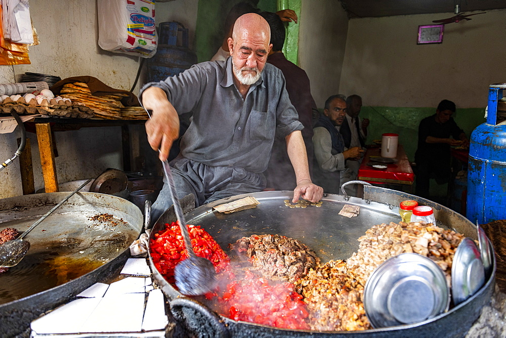 Man cooking food in a giant pot, Bird Street, Kabul, Afghanistan, Asia - 1184-3521
