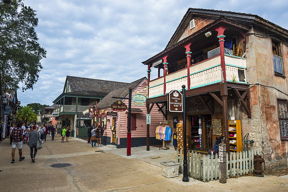 Old colonial shops, St George street pedestrian zone, St, Augustine, oldest continuously occupied European-established settlement, Florida, United States of America, North America