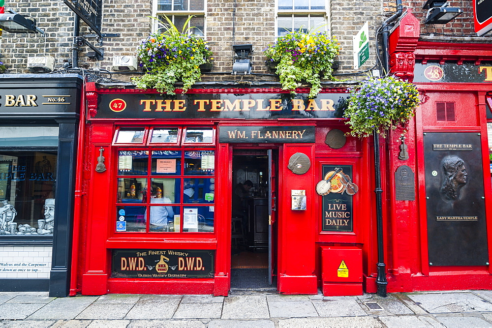 Temple Bar in Temple Street, Dublin, Republic of Ireland, Europe