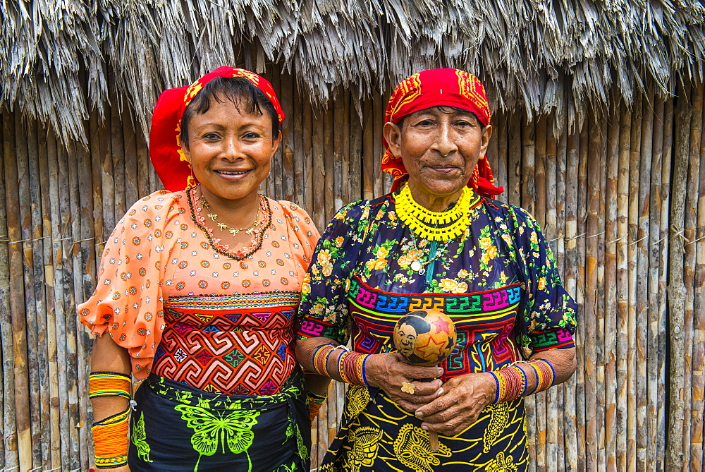 Portrait of two Kuna Yala women, Achutupu, San Blas Islands, Kuna Yala, Panama, Central America