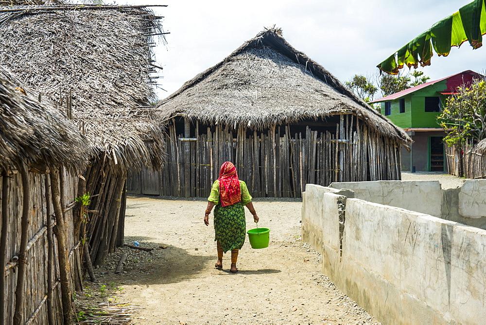 Local Kuna woman, Achutupu, San Blas islands, Kuna Yala, Panama
