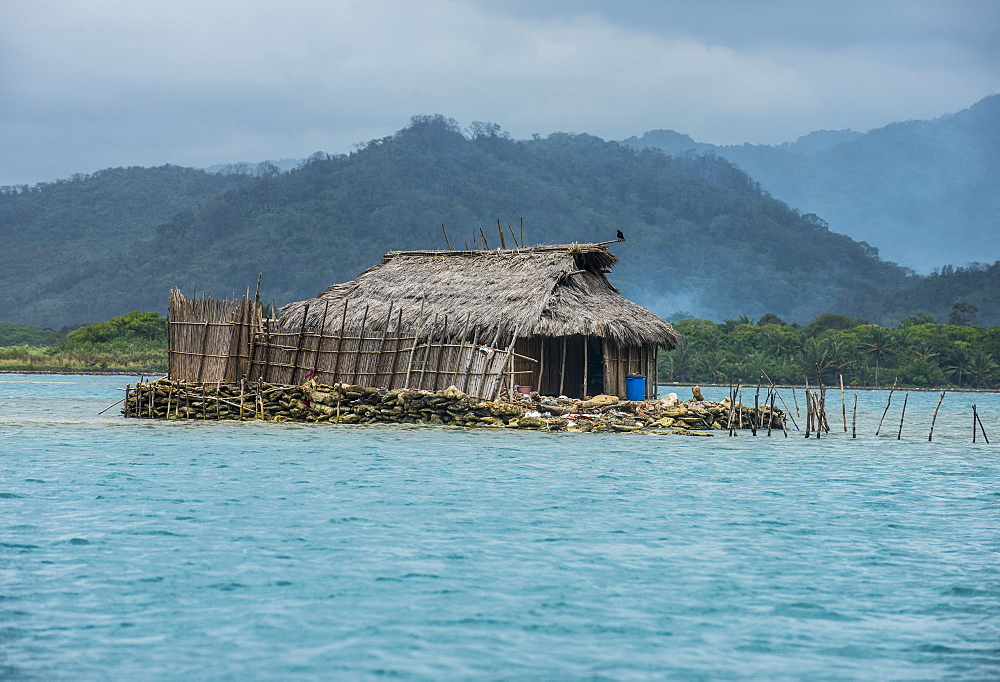 Traditional hut on a very little islet, Achutupu, San Blas Islands, Kuna Yala, Panama, Central America