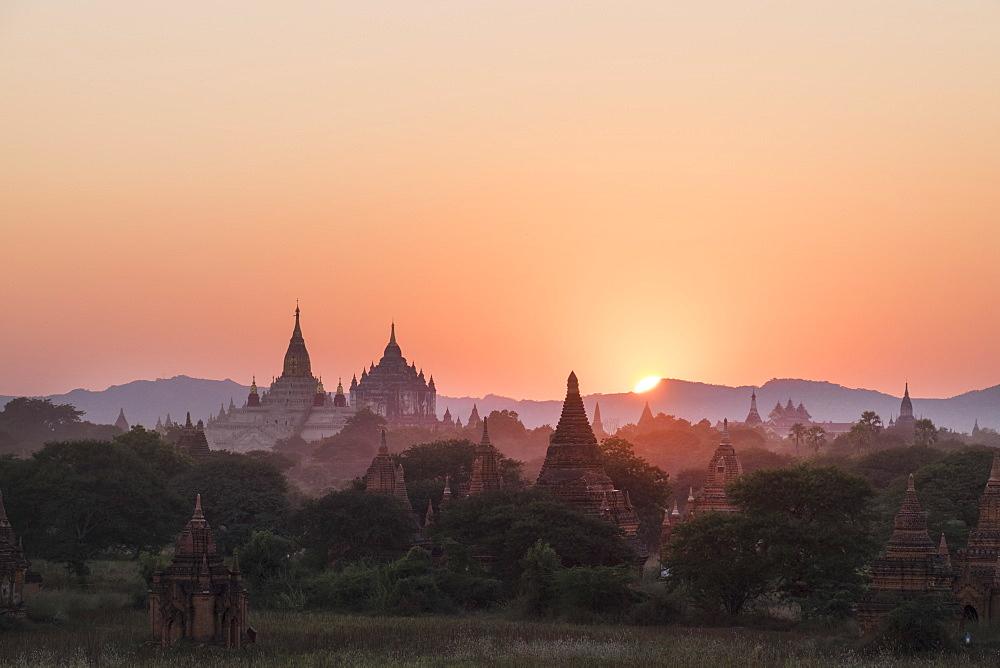 Bagan, Myanmar (Burma), Southeast Asia - 1185-191