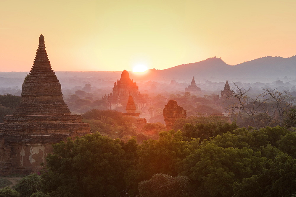 Temples of Bagan (Pagan), Myanmar (Burma), Asia - 1185-299