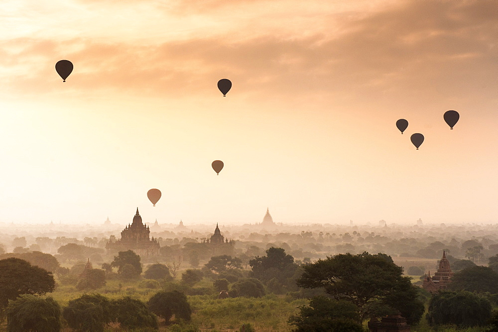 Hot air balloons over the temples of Bagan (Pagan), Myanmar (Burma), Asia - 1186-22