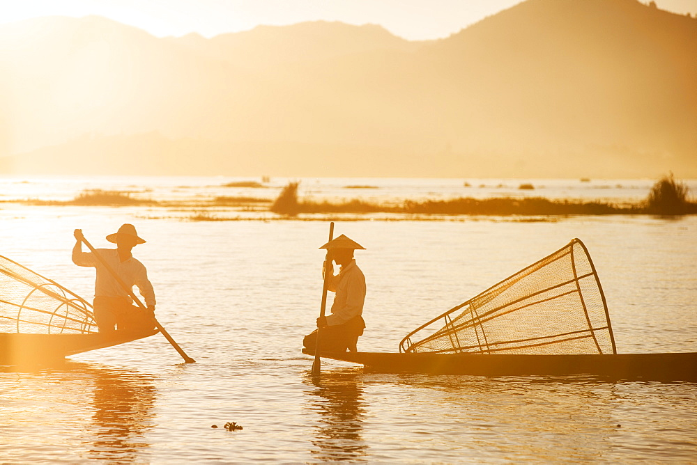 Traditional fisherman on Inle lake, Shan State, Myanmar (Burma), Asia - 1186-28