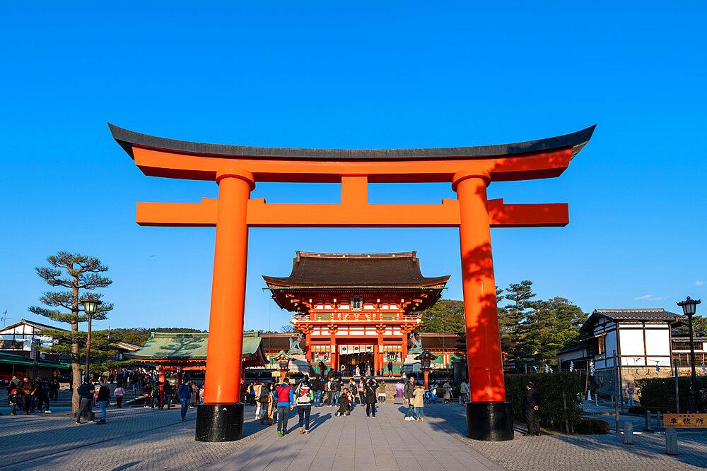 Fushimi Inari Taisha shrine and torii gates - 1186-810