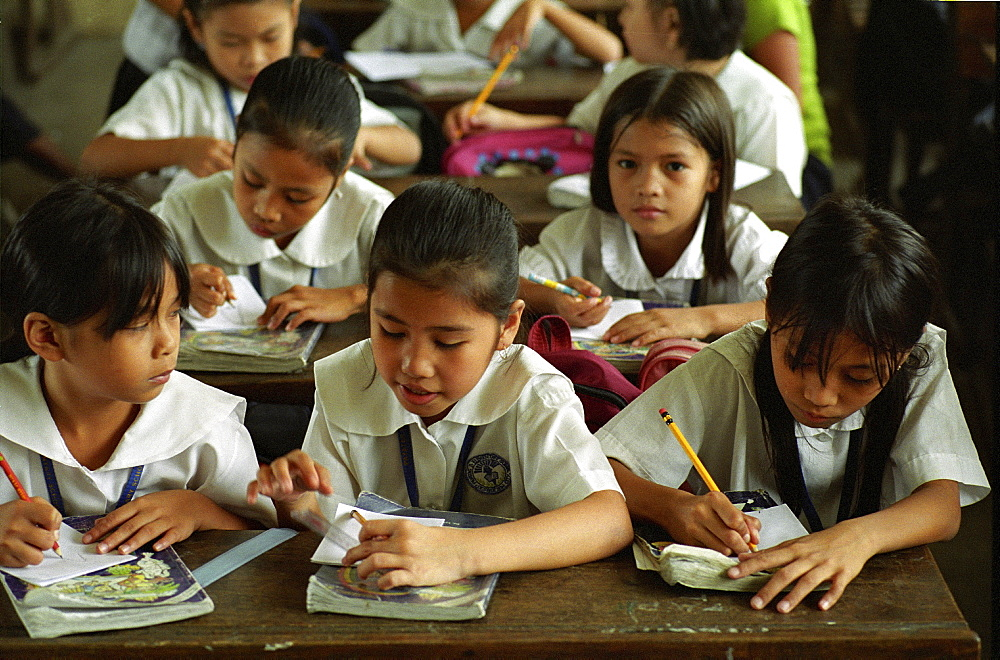 Education, philippines. Manila. Payatas school. Many of the pupils parents are scavengers on the nearby landfill site.