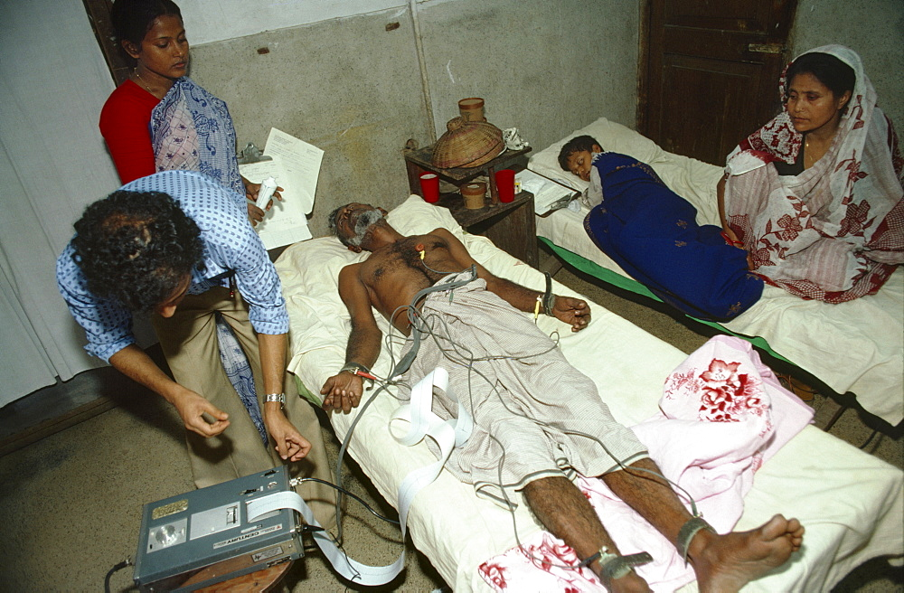 Diarrhoea hospital, bangladesh - dacca. An elderly man receives treatment in a hospital. The population per doctor is 9149
