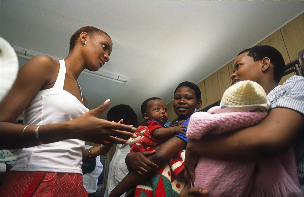 Aids education, botswana. Gaborone. Mpule kwelagobe, miss universe 1999 & unfpa goodwill ambassador talks to teenage mothers about aids and the risks of unprotected sex
