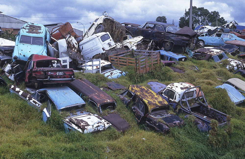 Car dump, colombia. Bogota. Cars fitted with three-way catalytic convertors produce on average the following pollutants every ten years: 44.3 tonnes of carbon dioxide, 4.8kg of sulphur dioxide, 46.8kg of nitrogen dioxide, 325 kg of carbon monoxide and 36kg of hydrocarbons. Each car is responsible for 1016 million cubic metres of polluted air