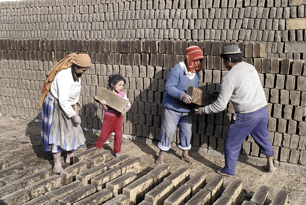 Brick-making, ecuadorA brickwork co-operative