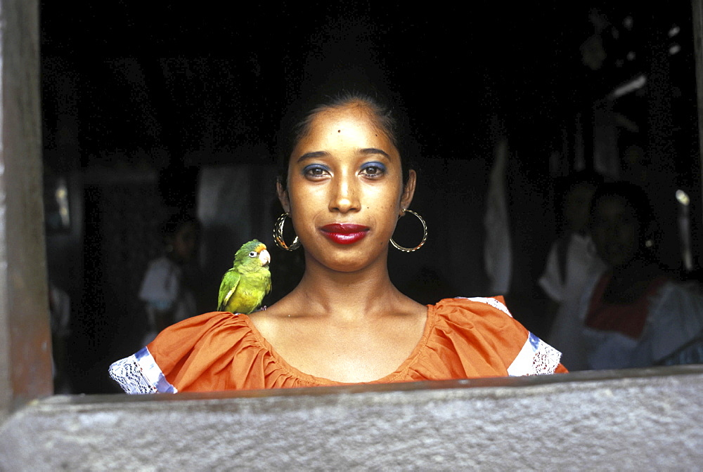 Portrait, nicaragua. Ribas, carazo. A young woman with a bird on her shoulder