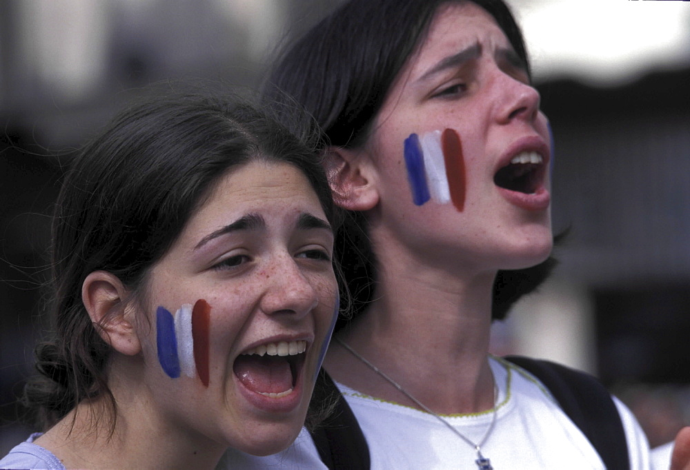 Football, france. Paris. Crowds celebrating france's victory in euro 2000