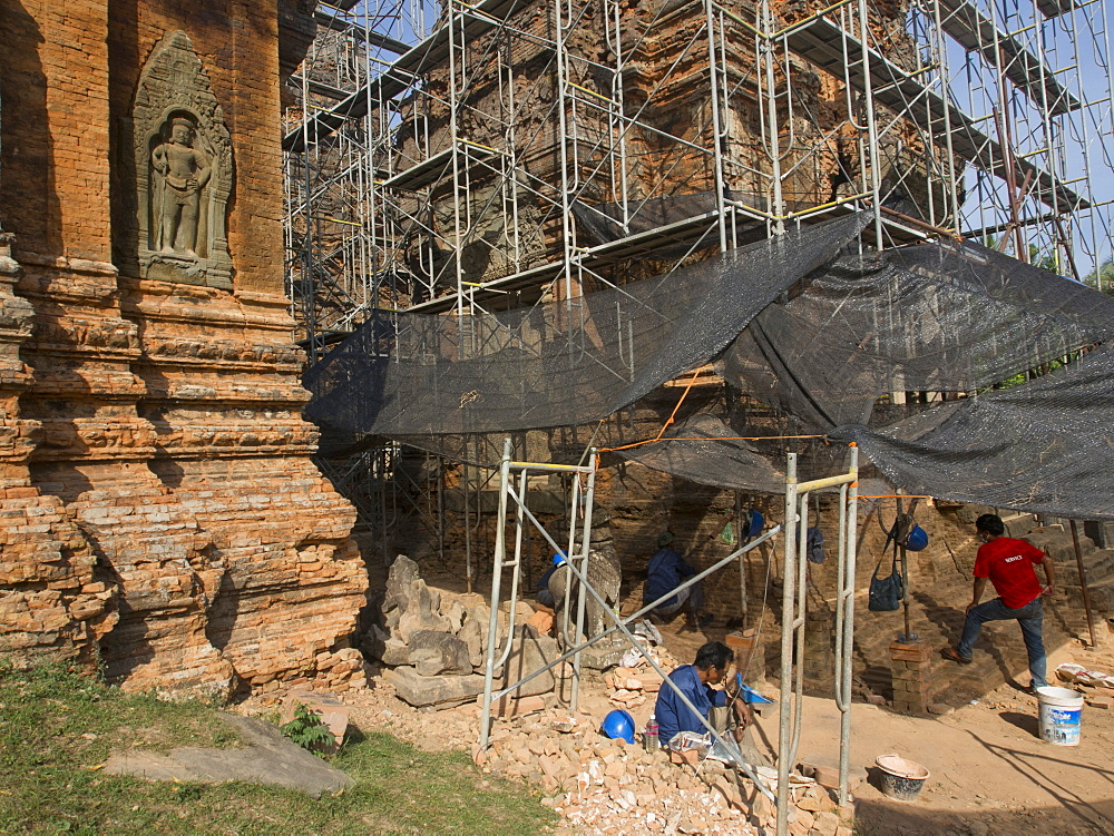 Restoration of ancient temples at Angkor Wat Archaeological Park, UNESCO World Heritage Site, Siem Reap, Cambodia, Indochina, Southeast Asia, Asia