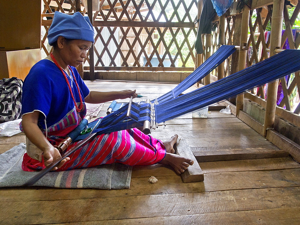 Ethnic hill tribe woman weaving crafts in the Doi Inthanon National Park in northern Thailand, Southeast Asia, Asia