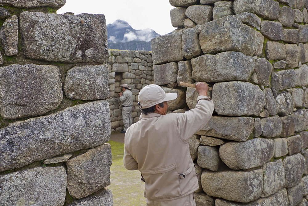 Restoration work at the Inca ruins of Machu Picchu, UNESCO World Heritage Site, Peru, South America - 1188-867