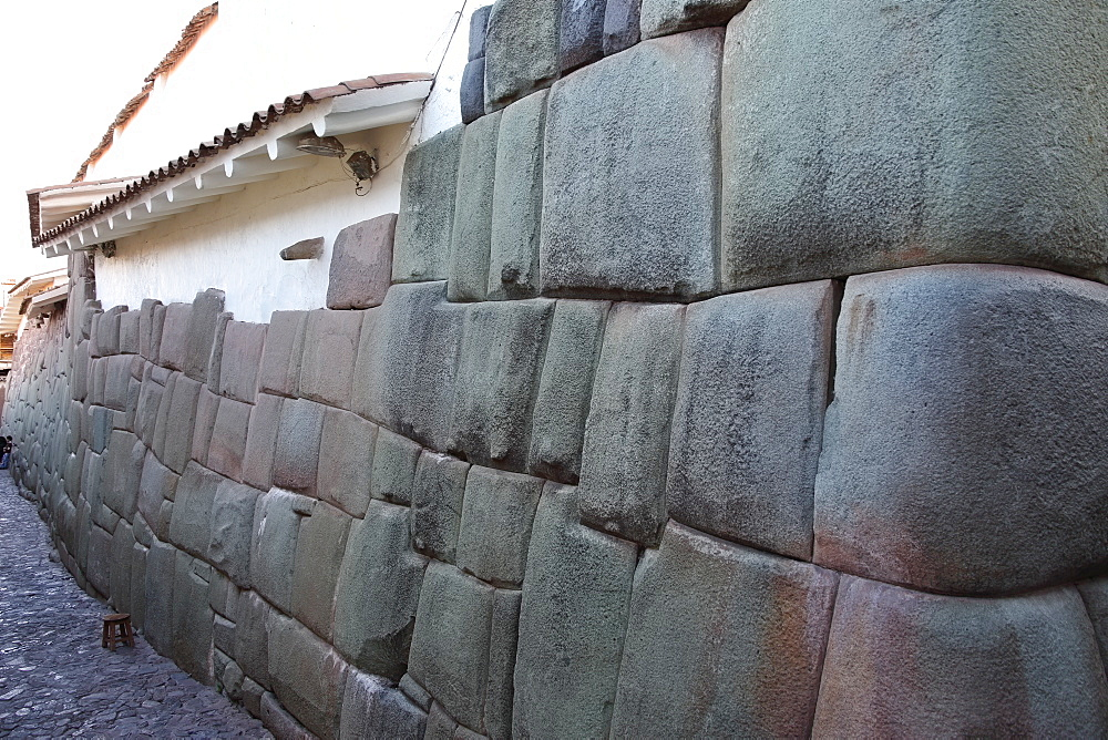 Wall of house made up of part Inca craftmanship and part Spanish workmanship, Cuzco, Peru, South America - 1191-37