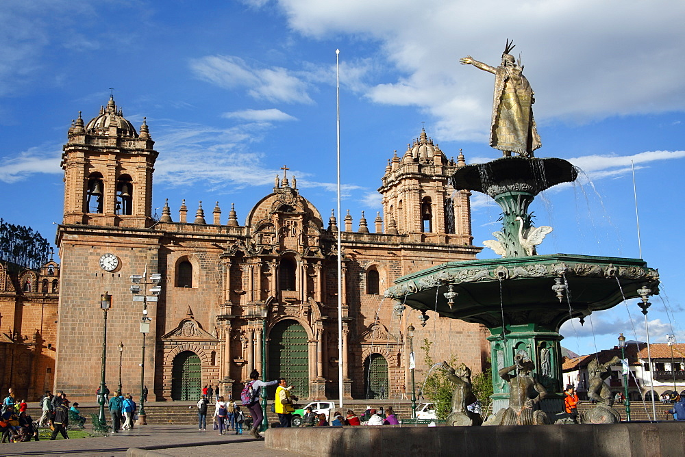 Cathedral and fountain in Plaza de Armas, Cuzco, UNESCO World Heritage Site, Peru, South America