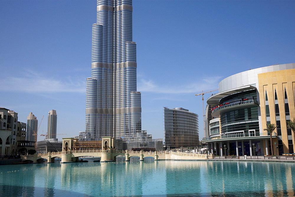 Burj Dubai completed at 818 meters next to the Dubai Mall to the right. Dubai