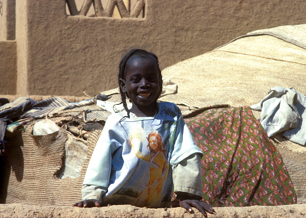 A small girl in agadez, niger