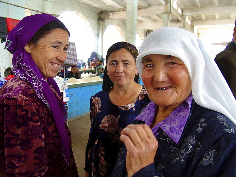 Uzbekistan women in the market at shakhrisabz