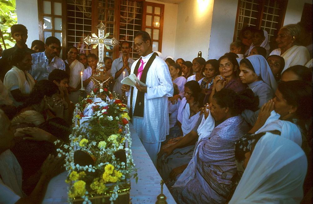India / religion - christian catholic funeral, kerala