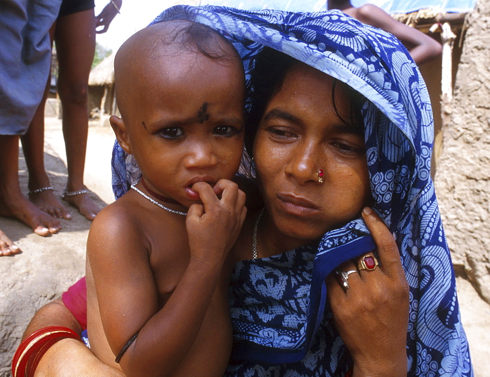 India - disasters: mother & child who lost their home after a cyclone, orissa